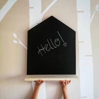Tabla z belo poličko - hiška
